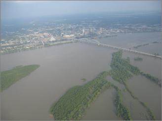 River flooding near Memphis, Tenn. in May 2011 (Photo: Barry Keim)